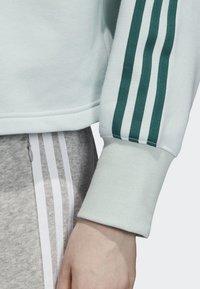 adidas Originals - CROPPED HOODIE - Luvtröja - green - 4