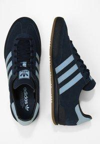adidas Originals - JEANS - Trainers - conavy/ashblue/gum - 1