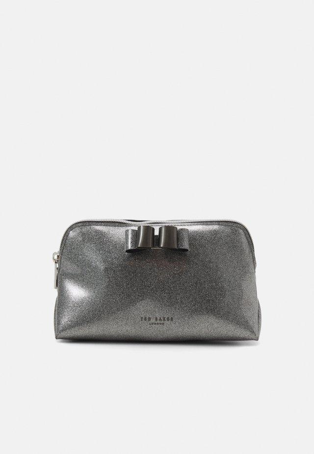 GINNIY-BOW GLITTER MAKEUP BAG - Kosmetiktasche - gunmetal