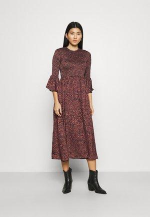 SMOCKED DRESS - Day dress - mahogany