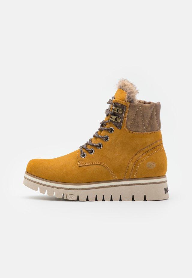 Kotníkové boty na platformě - gelb/braun
