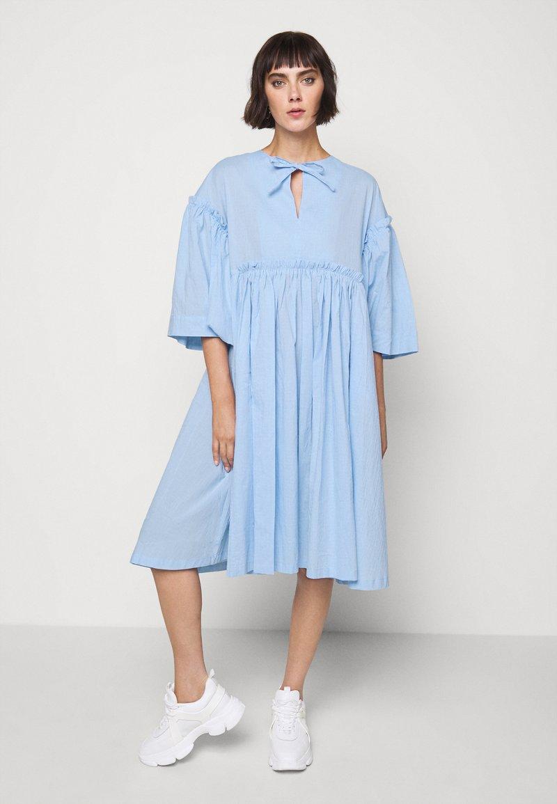 Henrik Vibskov - DARLING DRESS - Hverdagskjoler - light blue