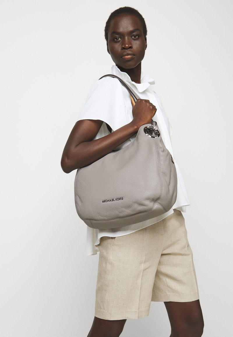 MICHAEL Michael Kors - LILLIE CHAIN TOTE - Handbag - pearl grey