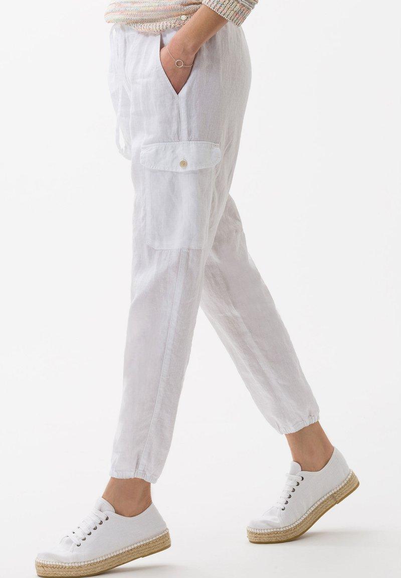 BRAX - STYLE MAREEN - Pantalon classique - white