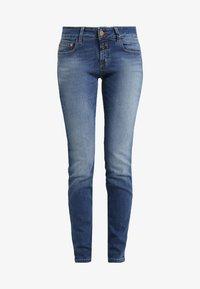 CLOSED - BAKER LONG - Jeans Slim Fit - mid blue - 4