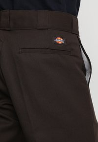 Dickies - ORIGINAL 874® WORK PANT - Pantalon classique - dark brown - 5