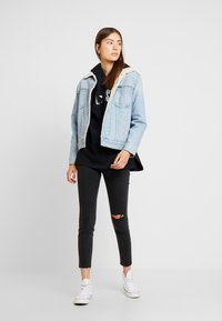 Cotton On - HIGH RISE CROPPED - Jeans Skinny Fit - washed black - 1