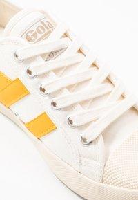 Gola - COASTER - Sneakersy niskie - offwhite/sun - 2