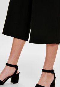 ONLY - ONLWINNER PALAZZO CULOTTE PANT - Trousers - black - 3