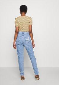 Topshop Tall - MOM TOKYO RIP - Straight leg jeans - bleach - 2