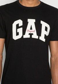 GAP - ORIG ARCH  - Triko spotiskem - true black - 4