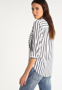 Vero Moda - ERIKA - Blouse - snow white/black - 2