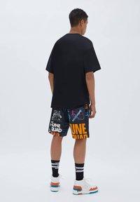 PULL&BEAR - SPACE JAM - Shorts - mottled black - 2