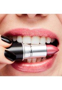 MAC - LUSTRE LIPSTICK - Lipstick - sweetie - 2