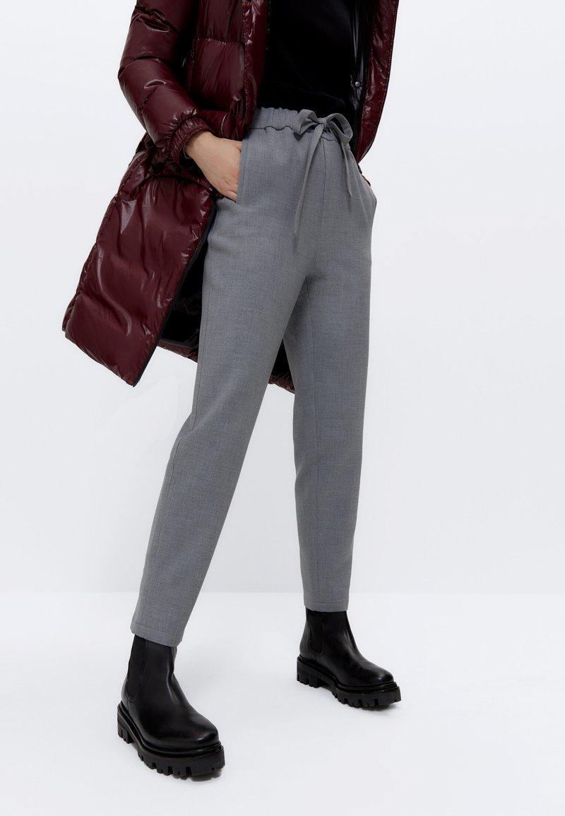 Uterqüe - STRETCH  - Trousers - grey
