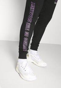Redefined Rebel - LOGAN PANTS - Teplákové kalhoty - black - 3