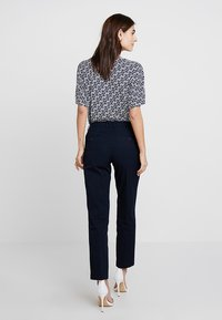 Marc O'Polo - PANTS REGULAR RISE BUT COMFY - Trousers - thunder blue - 2