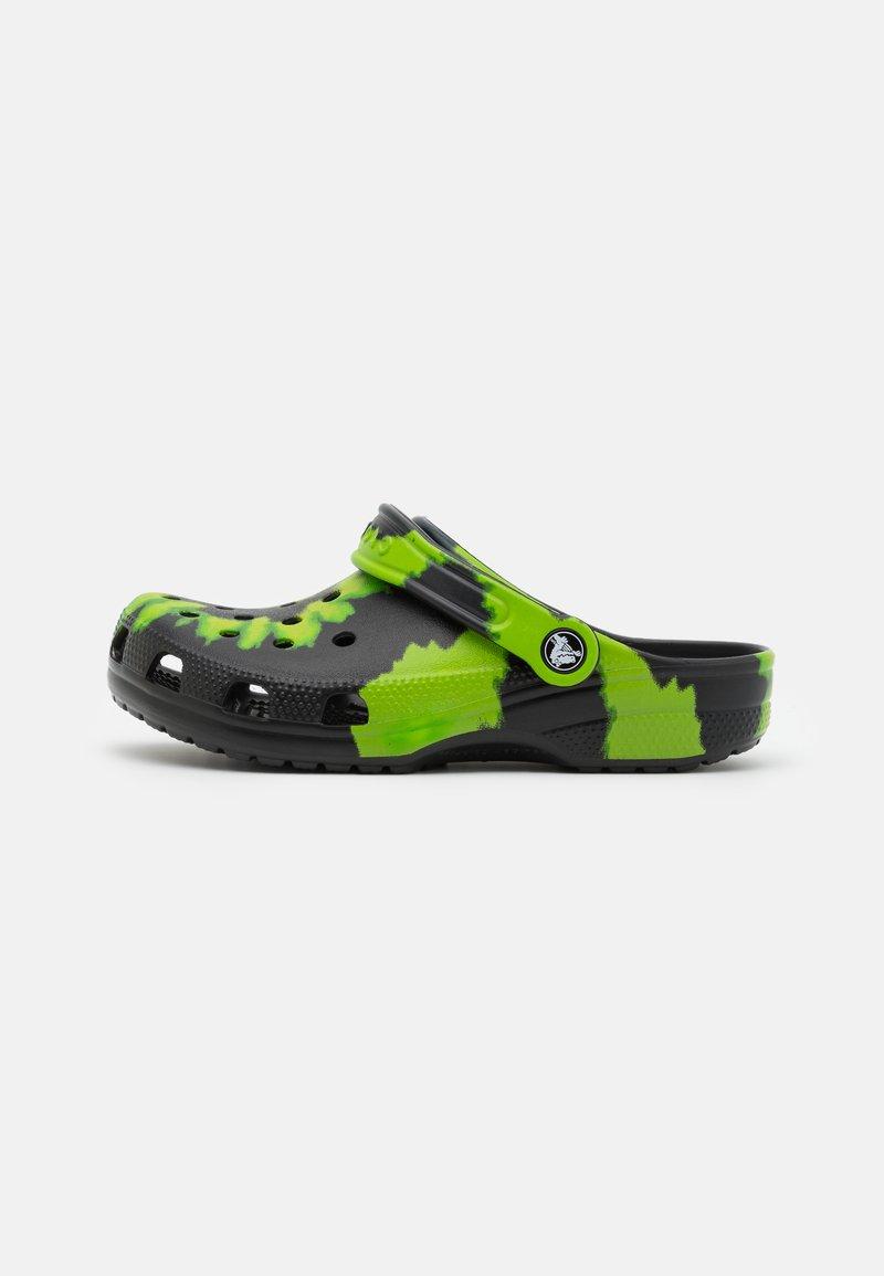 Crocs - CLASSIC TIE DYE GRAPHIC UNISEX - Mules - black/lime punch