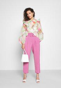 Who What Wear - CARROT LEG PANT - Trousers - sherbet - 1