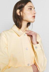 TOM TAILOR - COLORED TWILL - Denim jacket - soft vanilla - 2