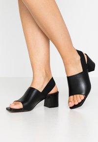 L'INTERVALLE - SCARLET - Sandaalit nilkkaremmillä - black - 0