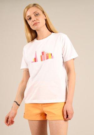 LONDON SKY - Print T-shirt - white