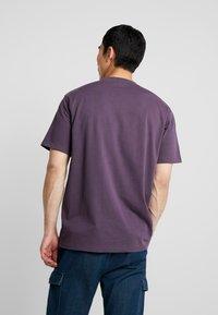 Mennace - ESSENTIAL SIG UNISEX - Basic T-shirt - purple - 2