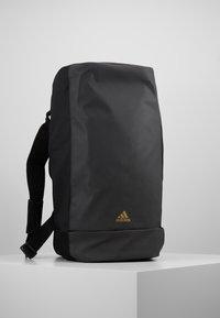 adidas Performance - REAL MADRID - Bolsa de deporte - black/dark gold - 4