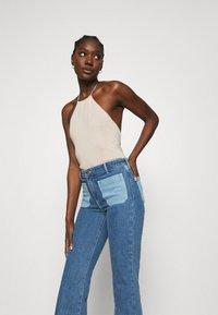Wrangler - Flared jeans - light blue denim - 3