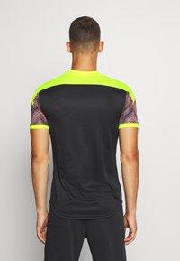 Puma - GRAPHIC  - Print T-shirt - peach/fizzy yellow - 2