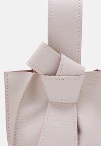 ZAC Zac Posen - ANTHEA WRISTLET CROSSBODY - Handbag - rose quartz - 3