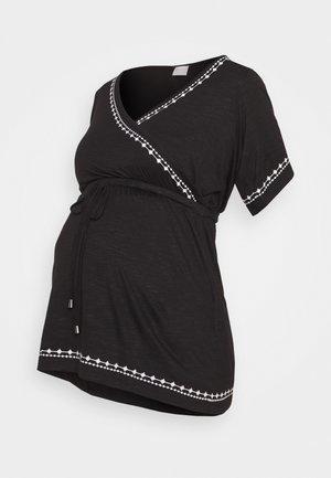MLKATE TESS - Print T-shirt - black/white