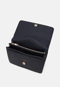 Tommy Hilfiger - HONEY FLAP SATCHEL - Handbag - blue - 2