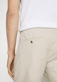 Lindbergh - ELASTIC WAIST - Shorts - off white mix - 5