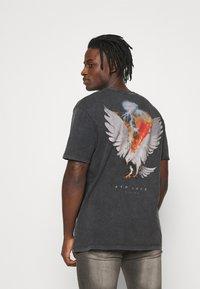 Topman - BIRD ON FIRE WASH PRINT  - Print T-shirt - black - 2