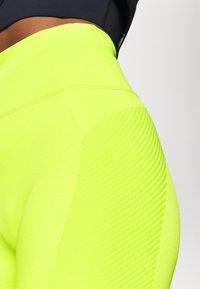 Sweaty Betty - SPIN SEAMLESS LONGLINE WORKOUT SHORT - Medias - lime punch green - 7