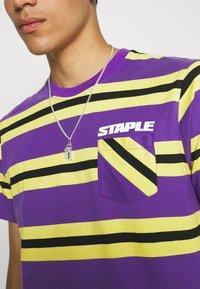 STAPLE PIGEON - STRIPED POCKET TEE UNISEX - Print T-shirt - yellow - 5