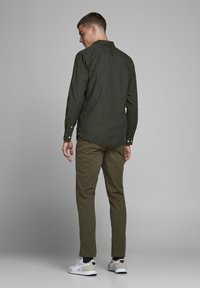 Jack & Jones PREMIUM - JJECLASSIC  - Camisa - olive night - 2
