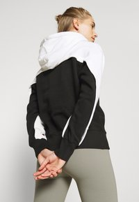 Champion - HOODED LEGACY - Jersey con capucha - black/white - 3