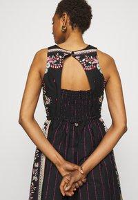 TWINSET - ABITO - Denní šaty - multicolor - 3