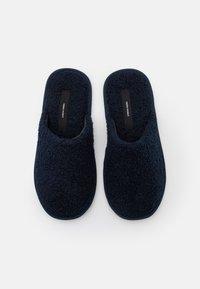 Vero Moda - VMIZA SLIPPERS - Slippers - navy blazer - 5