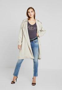 Pepe Jeans - SATURN - Straight leg jeans - denim light used - 1