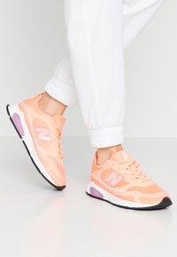 New Balance - WSXRC - Sneakersy niskie - pink - 0