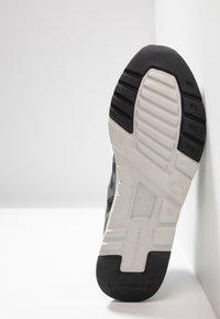 New Balance - CM997 - Matalavartiset tennarit - grey/black - 4
