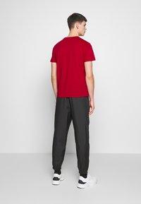 EA7 Emporio Armani - Print T-shirt - tango red - 2