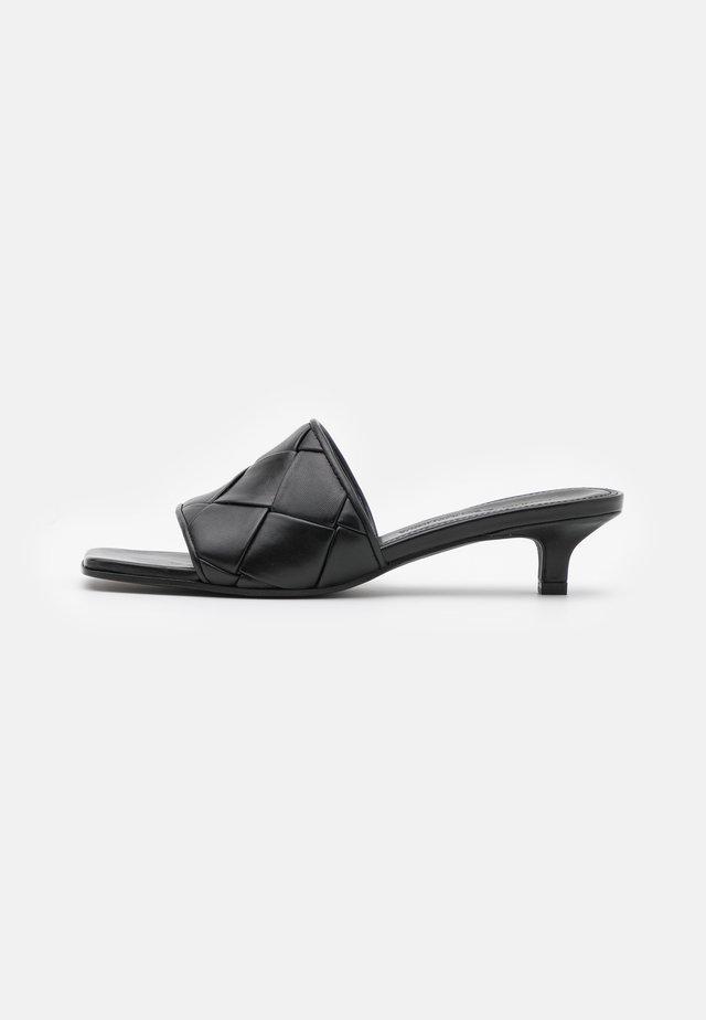 BALI - Pantofle - schwarz