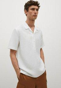 Mango - REGULAR-FIT  - Shirt - blanc - 0