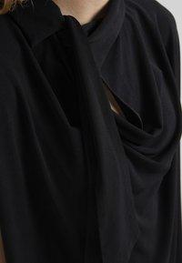 By Malene Birger - KATIE - T-shirt z nadrukiem - black - 5