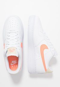 Nike Sportswear - AIR FORCE 1 - Joggesko - white/atomic pink/fossil - 1
