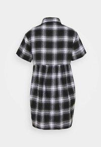 Missguided Petite - SMOCK DRESS CHECK - Shirt dress - black - 6